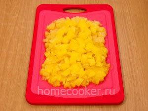 Ananas melkimi kubikami 300x225 Салат с ананасом и сыром