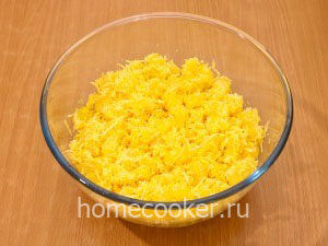 Ananasy i syr 300x225 Салат с ананасом и сыром