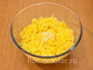 Dobavlyaem chesnok 3 300x225 Салат с ананасом и сыром