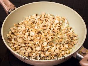 Dobavlyaem griby 3 300x225 Жюльен с курицей и грибами