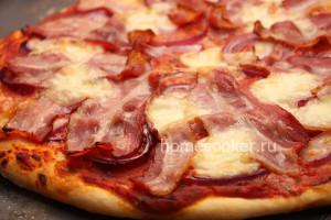 Готовая пицца с беконом