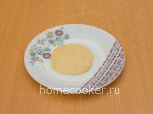 Lepeshka iz testa 1 300x225 Пирожки с луком и яйцом