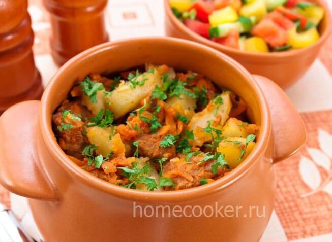 Мясо в горшочках с картошкой
