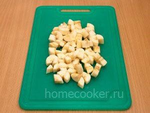 Narezannye banany 300x225 Фруктовый салат