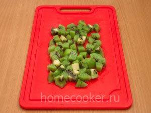 Narezannye kivi 300x225 Фруктовый салат