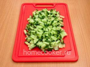 Narezannye ogurtsy 3 300x225 Овощной салат