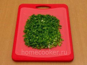 Narezannyj luk 24 300x225 Пирожки с луком и яйцом