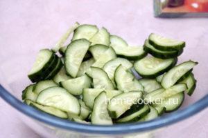 Narezannyj ogurets 1 300x200 Греческий салат
