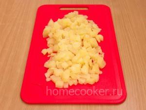 Narezanyj kartofel 300x225 Салат оливье