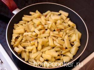 Obzharennyj kartofel 300x225 Мясо в горшочках с картошкой
