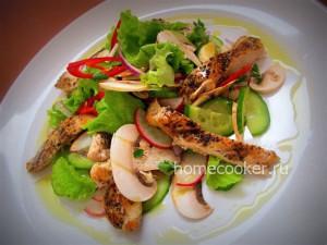 Острый овощной салат с куриным филе
