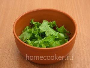 Рвем листья салата