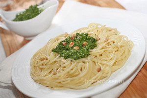 Спагетти с песто из шпината