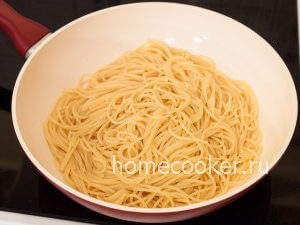 Спагетти в сковороде