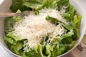 Сыр пармезан с салатом