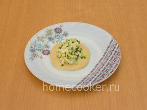 Testo s nachinkoj 1 300x225 Пирожки с луком и яйцом