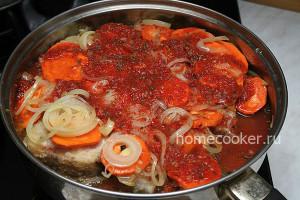 Тушение рыбы с овощами в томатном соусе