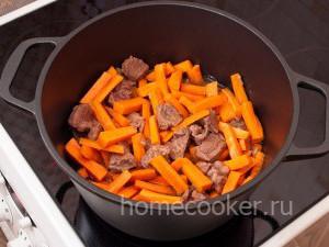 Тушим мясо с морковью