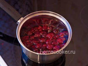 Vishnya s saharom i vodoj 300x225 Сырники с ягодным соусом