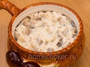 Vykladyvaem v kokotnitsy 300x225 Жюльен с курицей и грибами