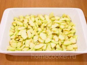 Vykladyvaem yabloki 300x225 Яблочный пирог