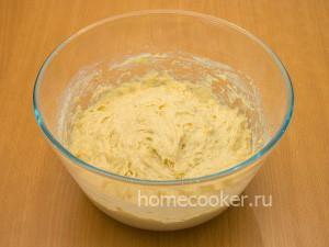Замешиваем дрожжевое тесто для пирожков