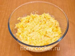 Zapravlyaem majonezom 1 300x225 Салат с ананасом и сыром