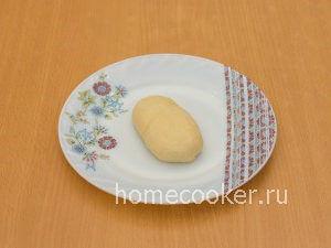 Zashhipyvaem testo 300x225 Пирожки с луком и яйцом